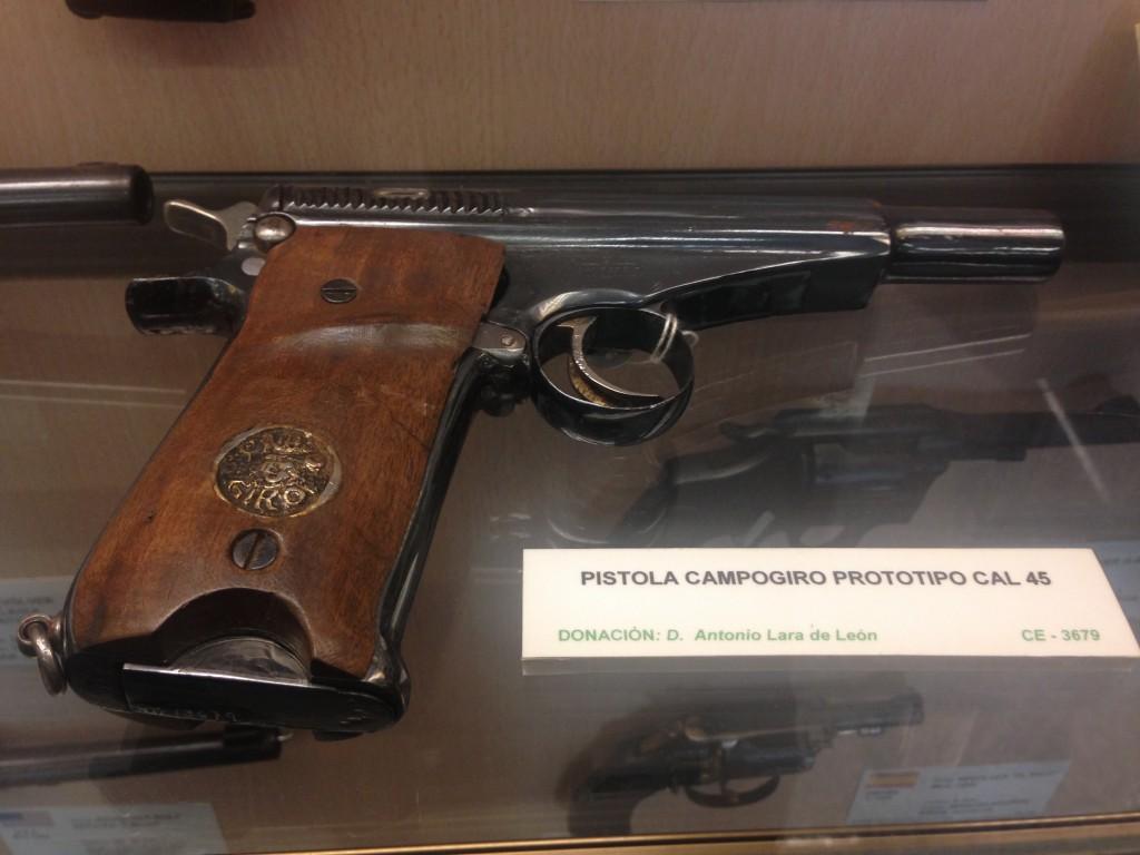 Prototipo de la pistola Campo-Giro. Fotografía tomada en el Museo Histórico Militar de La Coruña, enero de 2016.
