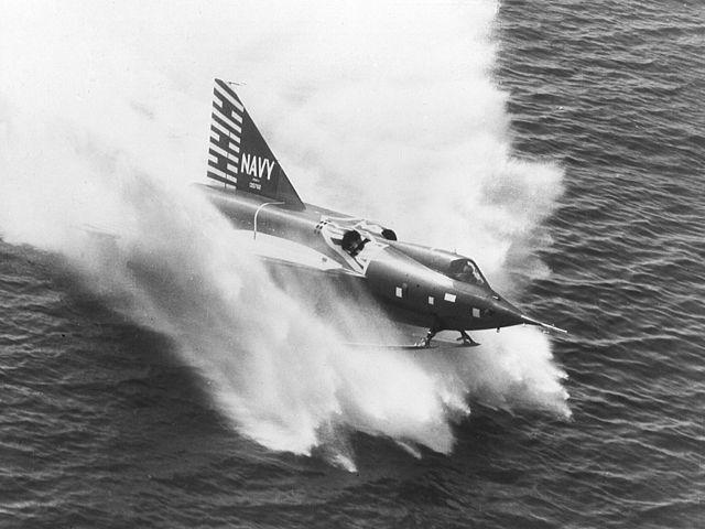 El Convair F2Y Sea Dart, único hidroavión que ha superado la barrera del sonido. (US Navy).